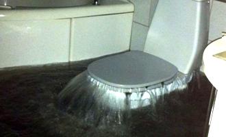 Højvandslukke type 1 (tilbageløbsstop med lukke) dæmmer op for tilbageløb af sort vand fra kloakkerne, så denne situation undgåes